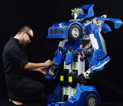 Японские инженеры построили робота-трансформера, который может превратиться в автомобиль за минуту (VIDEO)