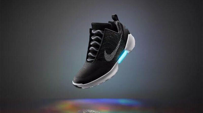 Новые баскетбольные кроссовки от Nike можно автоматически завязать со смартфона. Всего за четыре секунды!